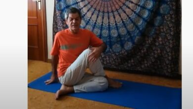 Photo of Yoga en casa con nuestro profesor Ángel Robles.