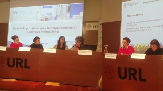 foto de las ponentes y acompañantes de la mesa redonda: Sandra, Xio, Inés, Begoña
