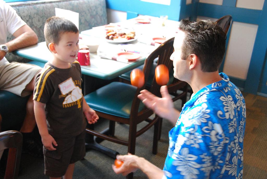 Juegos malabares: Padres varones buscan la conciliación después del segundo hijo