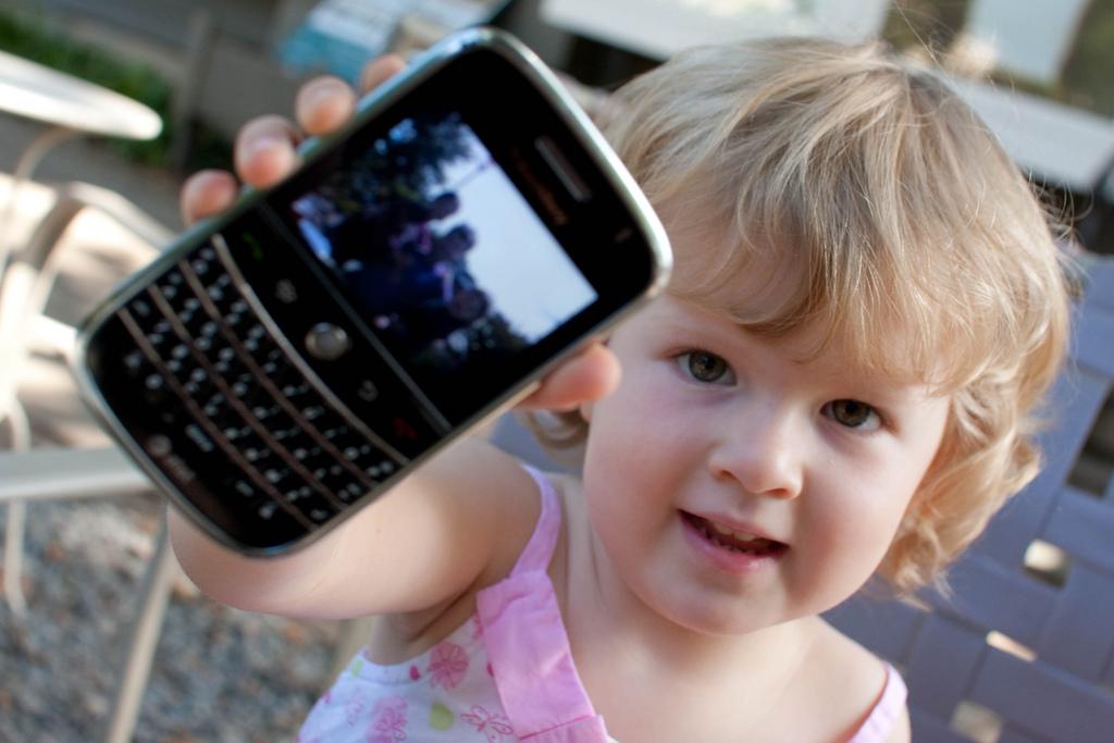Los niños españoles dedicarán más tiempo al móvil que al deporte esta Semana Santa
